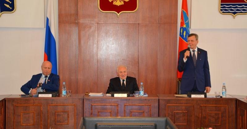 Глав городских округов и членов собраний представителей Магаданской области почтили в День местного самоуправления