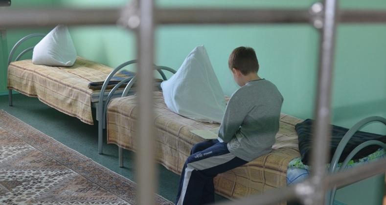 За юных магаданцев, распивающих алкоголь, штрафы в размере 1,5 тысяч рублей заплатят родители