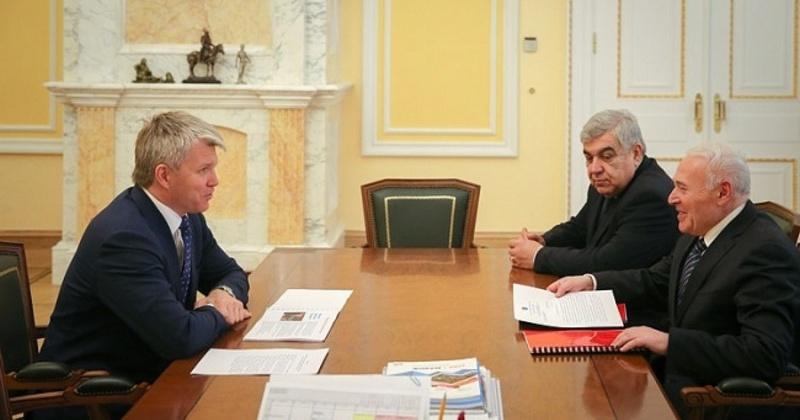 Развитие физической культуры и спорта в регионе обсудили губернатор Магаданской области и министр спорта РФ