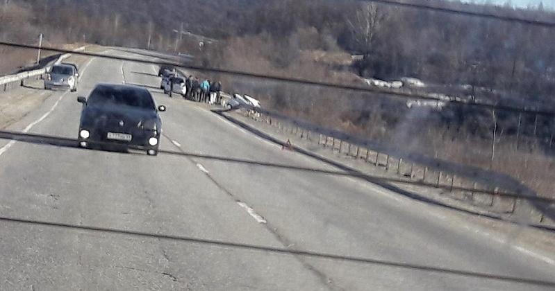 В результате ДТП на 1998 километре автодороги «Колыма» водитель от полученных телесных повреждений скончался на месте