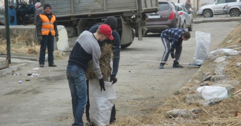 Более 1200 человек приняли участие в наведении порядка с начала проведения генеральной уборки Магадана, Сокола, Уптара, Снежного