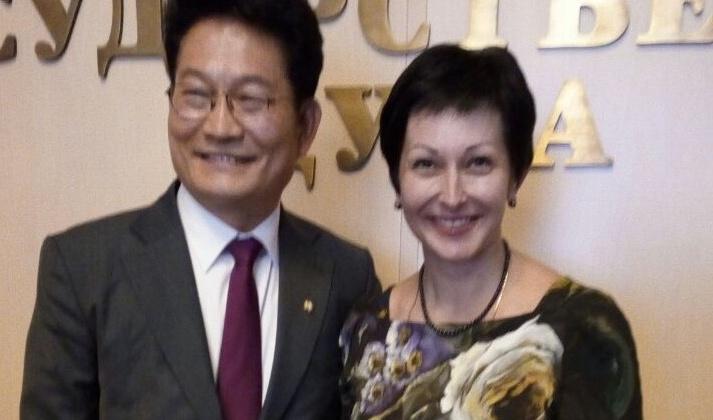 Через спецпосланника Президента Республики Оксана Бондарь пригласила Южную Корею к инвестсотрудничеству с Колымой