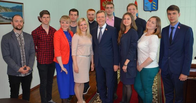Сергей Абрамов встретился с представителями молодежных общественных организаций региона