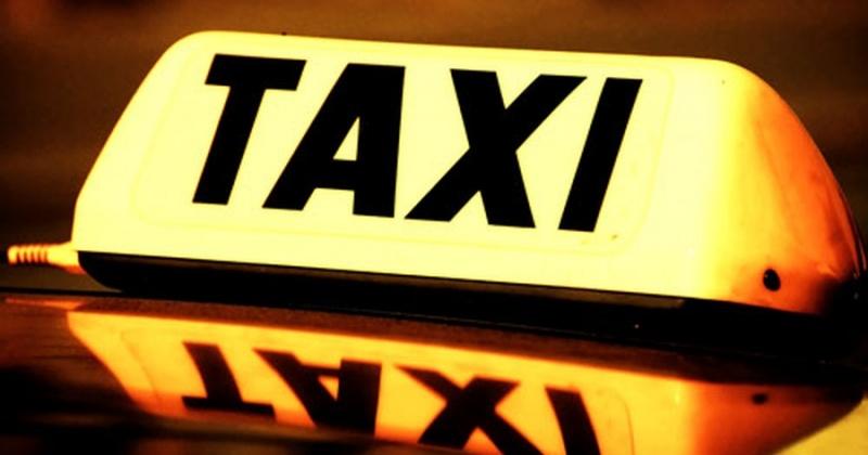 Нелегальных таксистов выявляли налоговики на дорогах Магадана