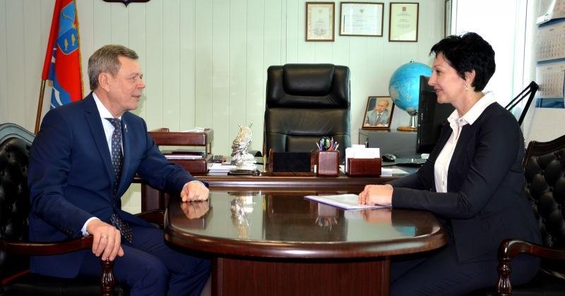 Сергей Абрамов и Оксана Бондарь обсудили вопросы коллегиальной работы над законопроектами