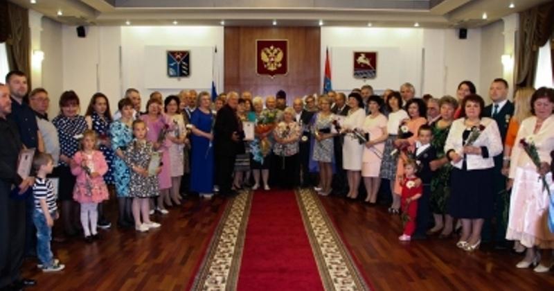 Губернатор Магаданской области вручил 27 колымским семьям медали «За любовь и верность»