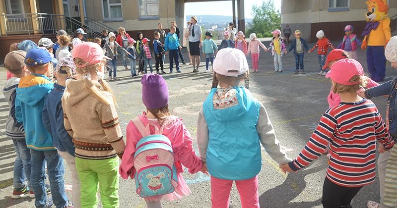 Магаданские полицейские рассказали школьникам о преимуществах службы в органах внутренних дел