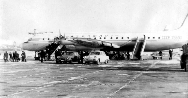 54 года назад было досрочно закончено строительство первой очереди взлётно-посадочной полосы магаданского аэропорта на 56-м километре.