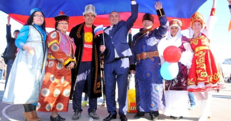 Отметить День Государственного флага России приглашают магаданцев