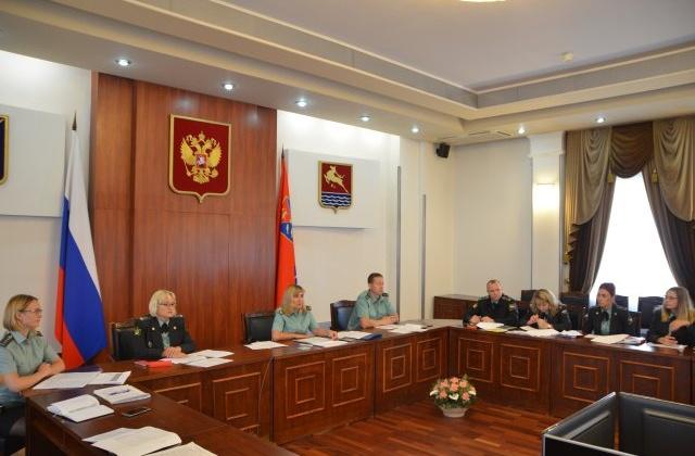 Главы администраций и старшие судебные приставы городских округов Колымы встретились онлайн