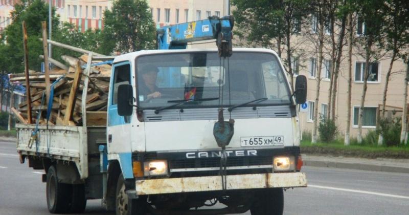 Административным штрафом до 75 тыс. рублей обяжут магаданские предприятия и частников, нарушающие транспортировку сыпучих грузов