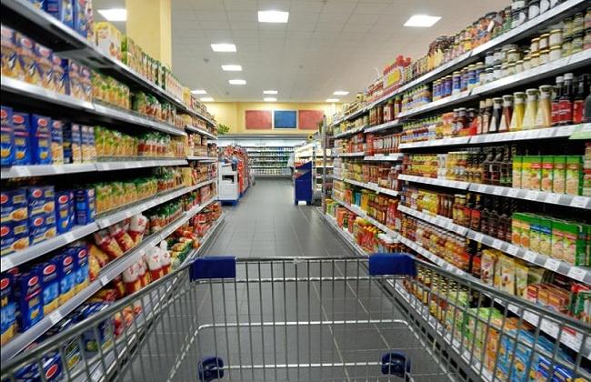 В продовольственном магазине поселка Дебин завышались цены на социально-значимые товары и продавались просроченные консервы