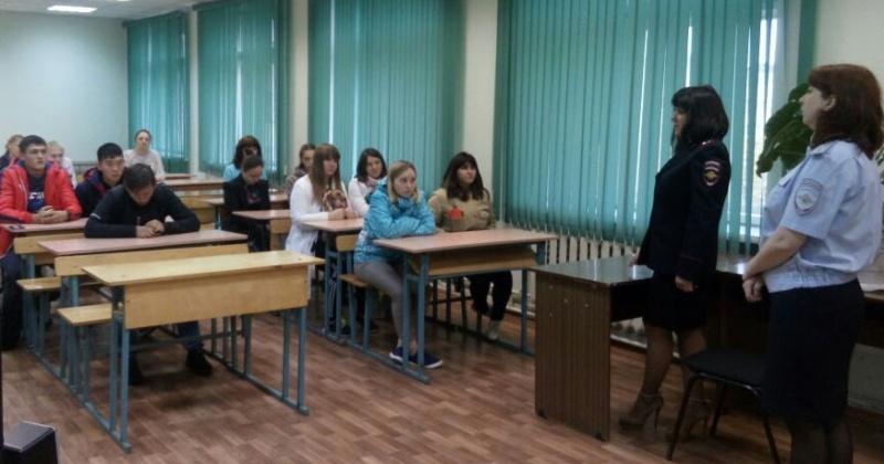 Об административной ответственности за различные правонарушения рассказали полицейские учащимися Ольского техникума