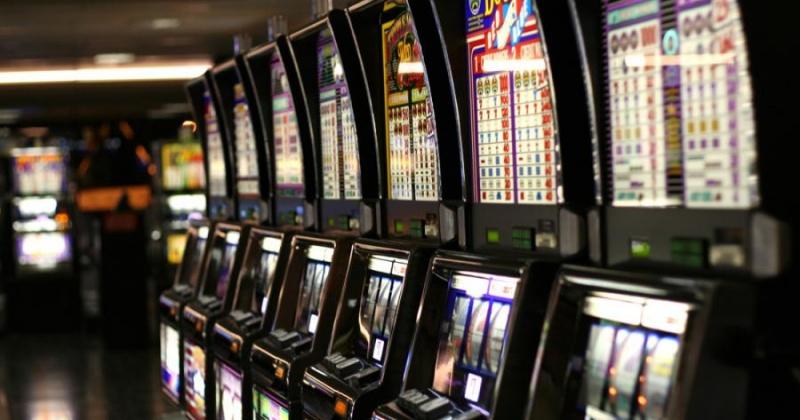 Под видом кафе и бильярдного клуба в Магадане работал салон азартных игр