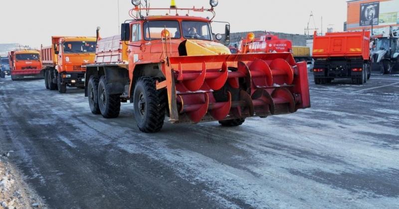 Заготовка песко-соляной смеси, установка скамеек на Берзина и световых опор на Советской