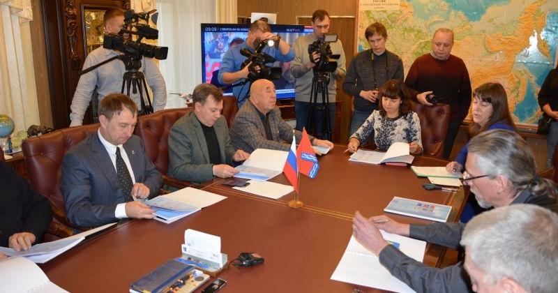 Конкурсная комиссия по определению лучшего проекта герба и флага региона не пришла к единому мнению
