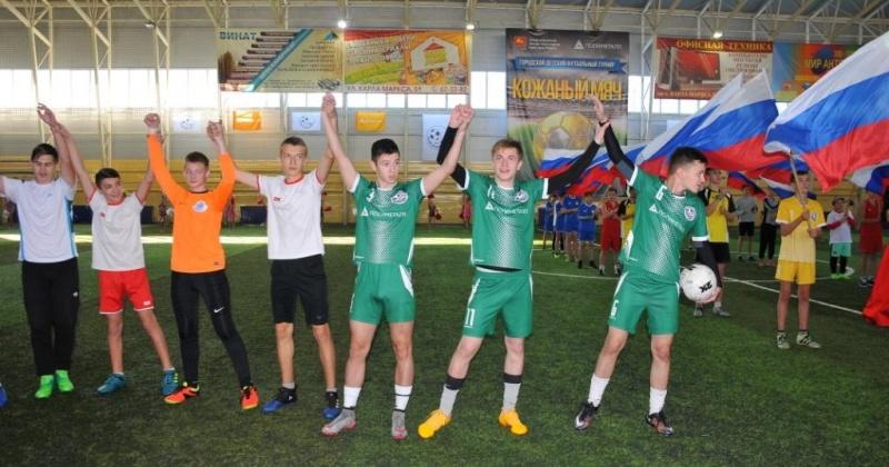 Почти семь десятков встреч провели магаданские футболисты в рамках турнира «Кожаный мяч»