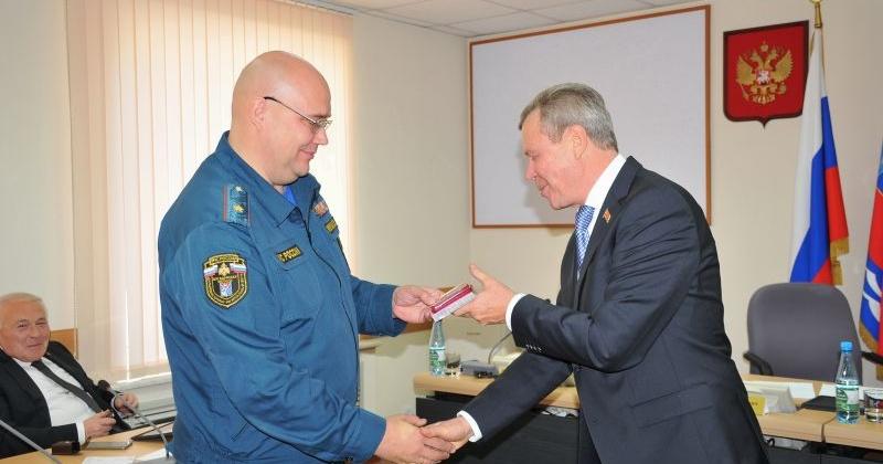 Депутаты Магаданской областной Думы были удостоены памятных медалей МЧС
