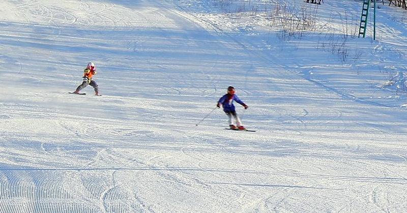В Магадане открыты склоны Русской горнолыжной школы для любителей зимних видов спорта