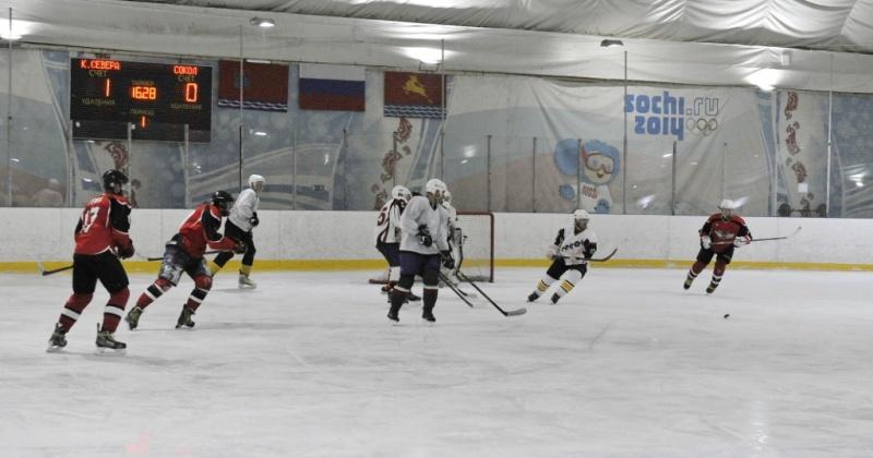 В Магадане продолжается чемпионат города по хоккею с шайбой