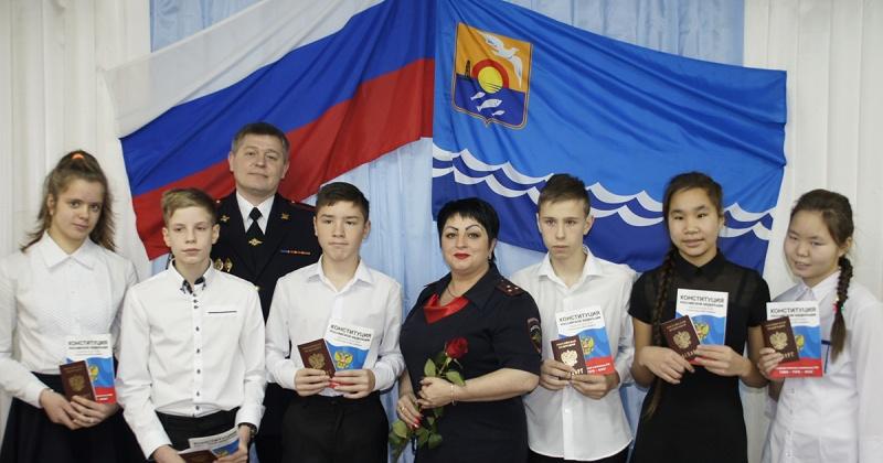 Полицейские в Ольском городском округе торжественно вручили паспорта юным гражданам России