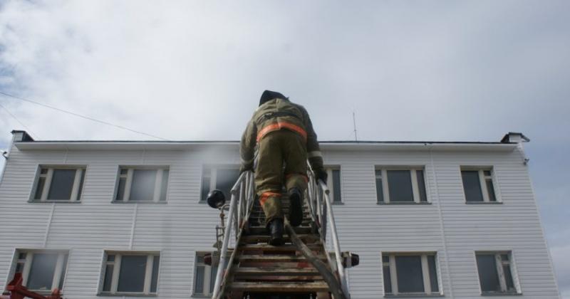 Кухня горела в двухкомнатной квартиры пятиэтажного жилого дома в Магадане