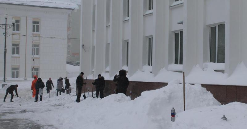 Уборка снега с кровель санкт петербург