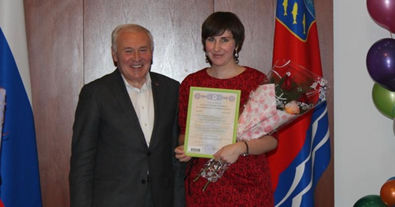 В Магадане вручили федеральный 8-тысячный сертификат на материнский капитал