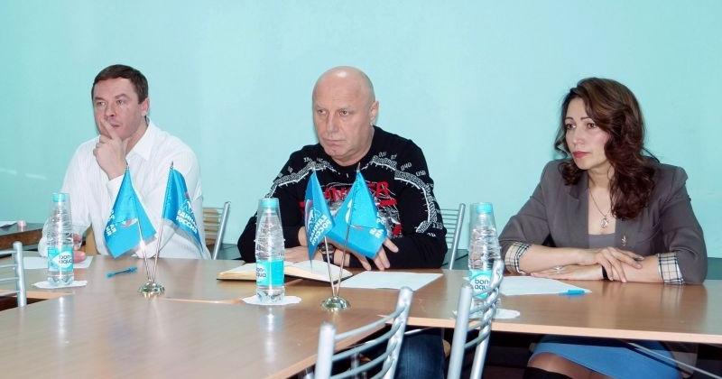 Александр Басанский встретился с жителями поселка Палатка в местном отделении «Единой России»