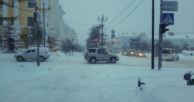 Магаданская Госавтоинспекция рекомендует водителям быть предельно внимательными в условиях снегопада
