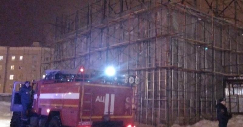 Магаданские пожарные ликвидировали возгорание склада в районе торгового рынка «Фреш»