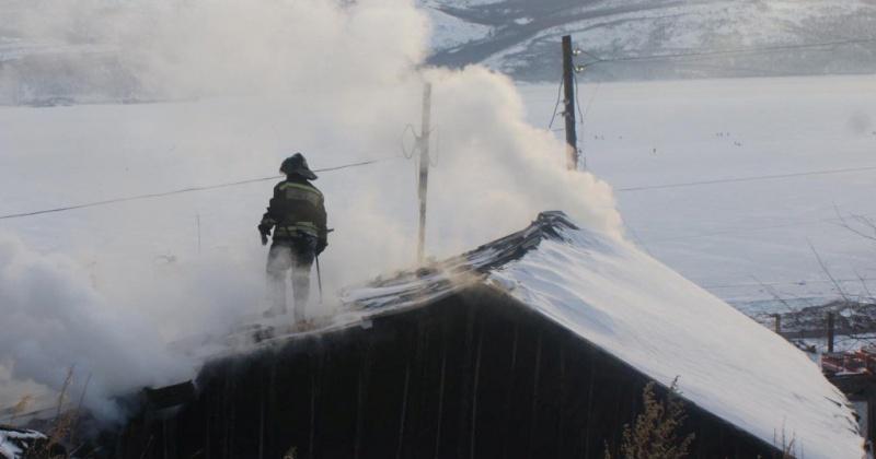 Колымские пожарные ликвидировали загорание частного дома в поселке Ола