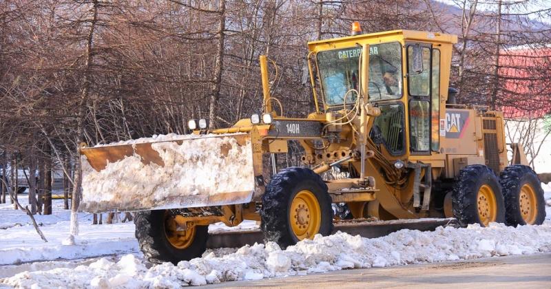 Сегодня, 10 января, на расчистке проезжих частей Магадана задействовано 35 единиц техники ГЭЛУД