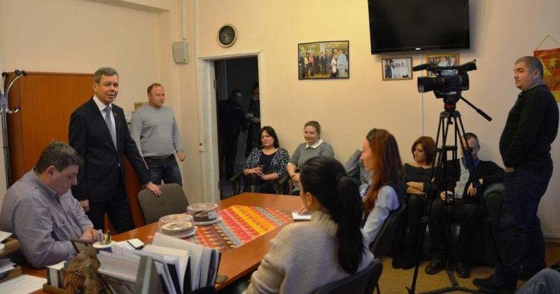 Поздравления с профессиональным праздником начали получать колымские журналисты