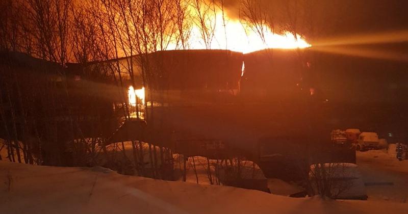 Магаданские пожарные ликвидировали возгорание хозяйственного помещения
