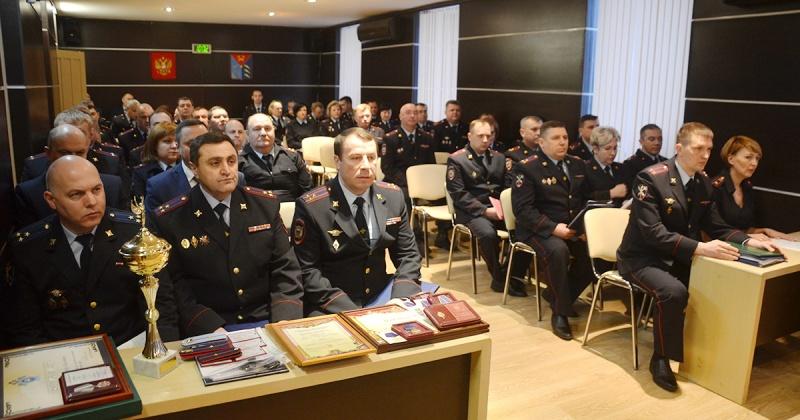 Руководитель следственного управления вручил награды Следственного комитета Российской Федерации магаданским полицейским