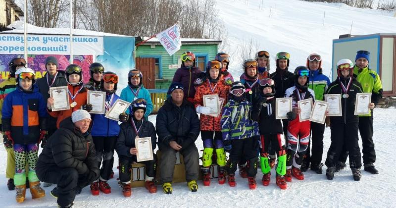 Соревнования памяти Евгения Дудко прошли в Русской горнолыжной школе Магадана