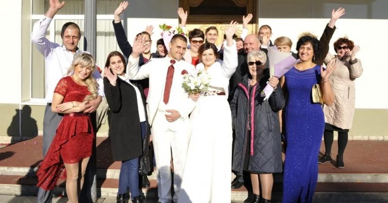 В Магадане стали чаще заключать браки, самый свадебный месяц - июнь