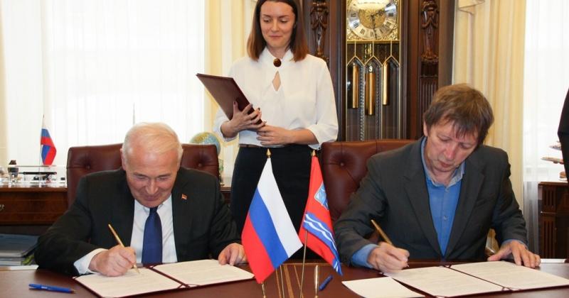 Губернатор подписал соглашение о социальном сотрудничестве между Фондом соцпартнерства и золоторудной компанией «Павлик»