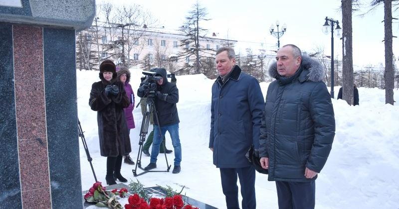 В Магадане на Аллее Славы у часовни Георгия Победоносца прошел митинг, посвященный Дню памяти воинов, исполнявших служебный долг за пределами Отечества.