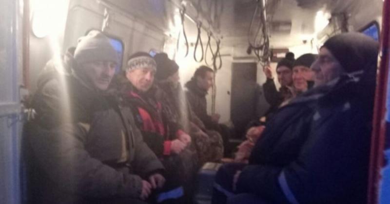 Спасатели Магаданского отряда МЧС оказали помощь водителям и пассажирам на территориальной автодороге