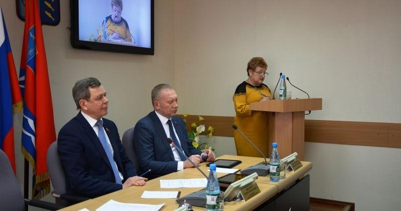 Первые поправки в бюджет региона 2018 года обсудили депутаты Магаданской областной Думы