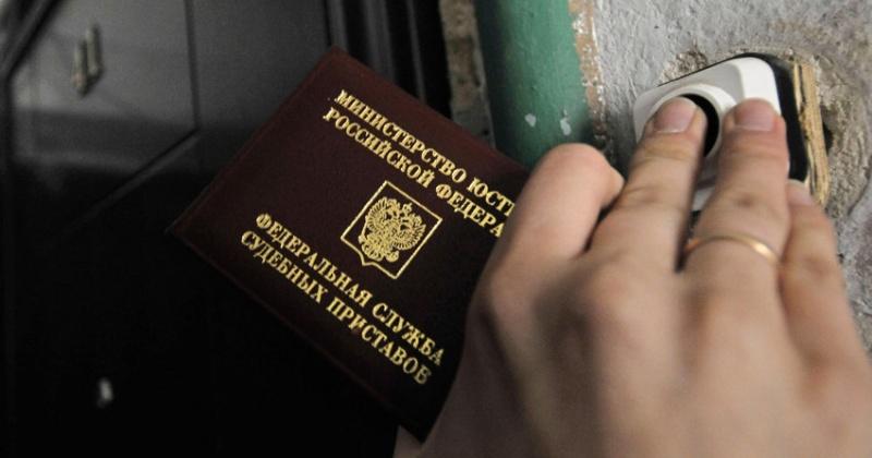 Магаданские судебные приставы помогли должнику по алиментам встать на путь исправления