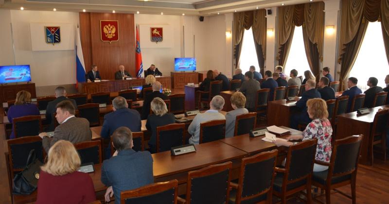 Сергей Абрамов поблагодарил депутатов, принявших активное участие в организации процесса голосования Слова признательности также произнесли губернатор региона и мэр областного центра