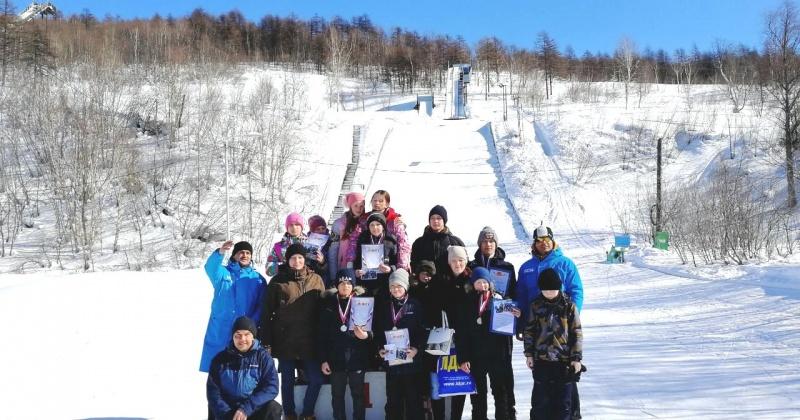В минувшие выходные воспитанники РГШ-Магадан состязались в прыжках на лыжах с трамплина