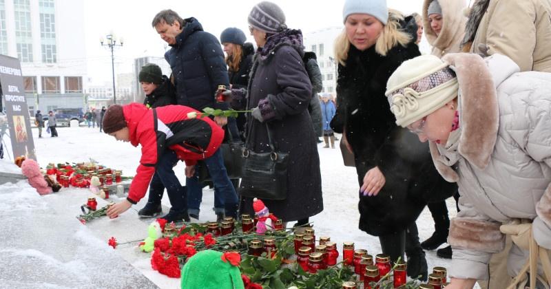 В Магаданской области почтили память жертв пожара в Кемерово