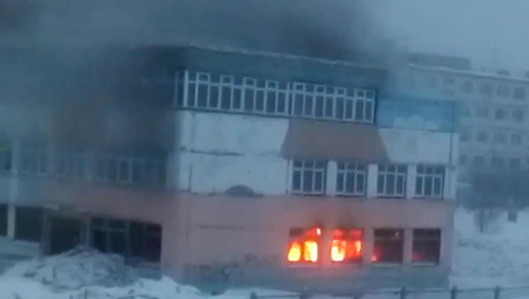 Магаданские пожарные ликвидировали загорание нежилого строения