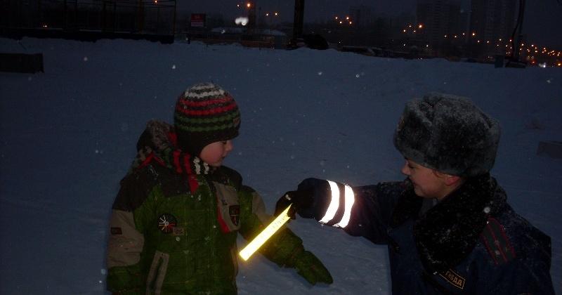 Учащиеся школы № 4 призвали юных магаданцев использовать световозвращающие элементы