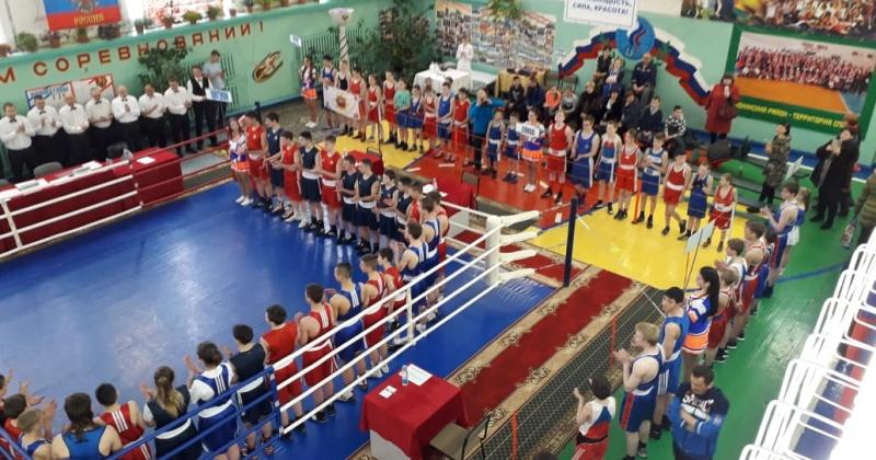 Андрей Зыков стал почетным гостем турнира по боксу, посвященного юбилею оротуканской спортшколы