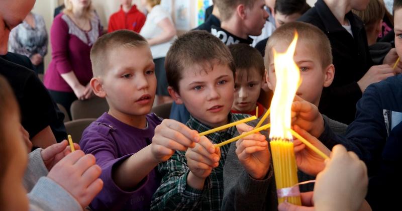 Благодатный огонь сегодня доставят на Колыму